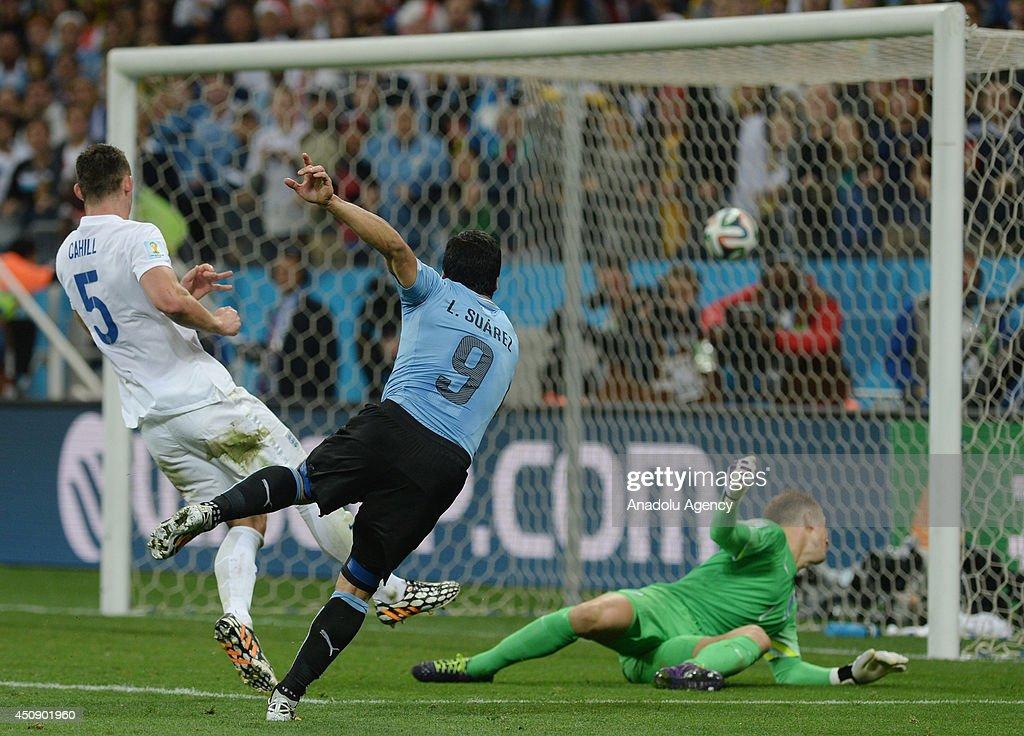 Uruguay v England - 2014 FIFA World Cup Brazil : News Photo