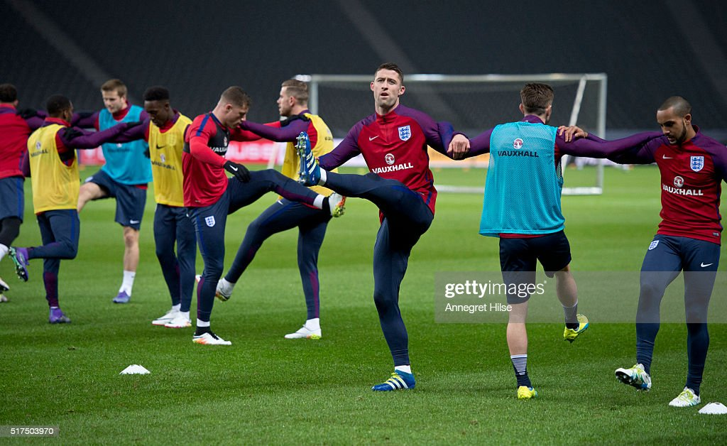 Gary Cahill (C) warms up with team mates during the England training session at Olympic Stadium on March 25, 2016 in Berlin, Germany.