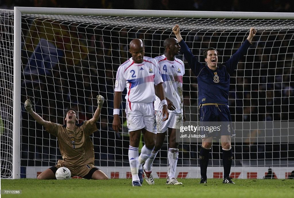 EURO2008 Qualifier: Scotland v France : News Photo