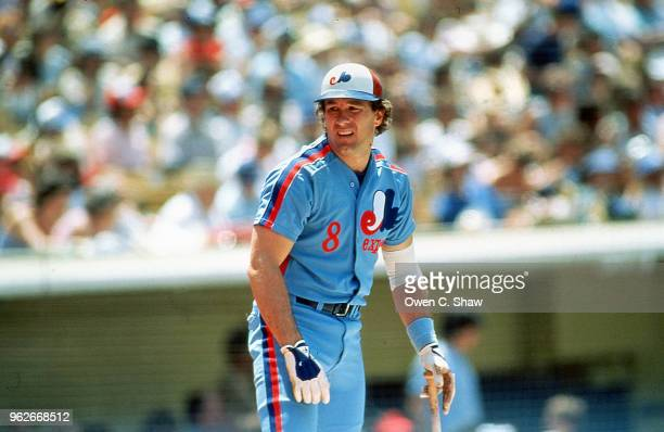 Gary Carter of the Montreal Expos prepares to bat against the Los Angeles Dodgers at Dodger Stadium circa 1985 in Los Angeles, California.