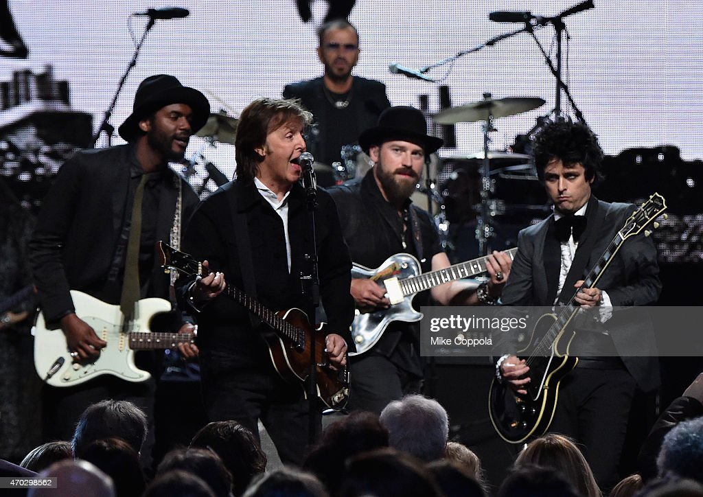 Gary Clark Jr, Sir Paul McCartney, Zac Brown and Billie Joe Armstrong perform onstage with inductee Ringo Starr during the 30th Annual Rock And Roll Hall Of Fame Induction Ceremony at Public Hall on April 18, 2015 in Cleveland, Ohio.