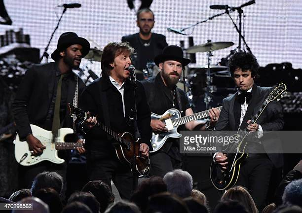 Gary Clark Jr Sir Paul McCartney Zac Brown and Billie Joe Armstrong perform onstage with inductee Ringo Starr during the 30th Annual Rock And Roll...