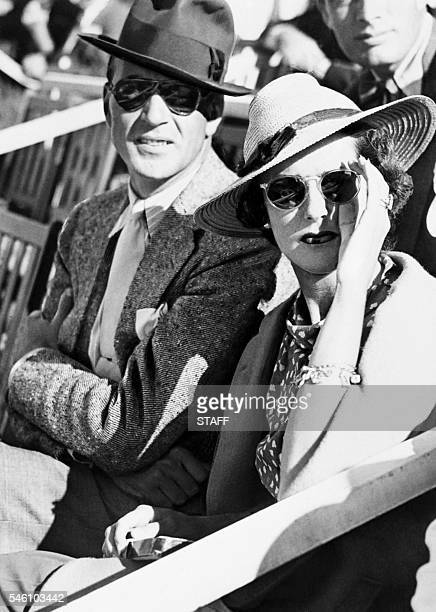 Gary Cooper and his wife Veronica Cooper pose in the 50s / AFP / SNEP /