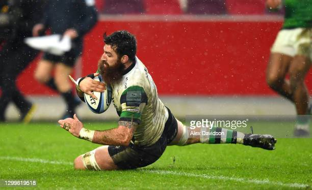 Gary Graham of Newcastle Falcons touches down to score his sides 3rd try during the Gallagher Premiership Rugby match between London Irish and...