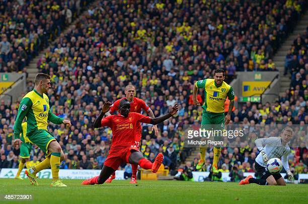 Gary Hooper of Norwich City scores their first goal past Mamadou Sakho of Liverpool during the Barclays Premier League match between Norwich City and...