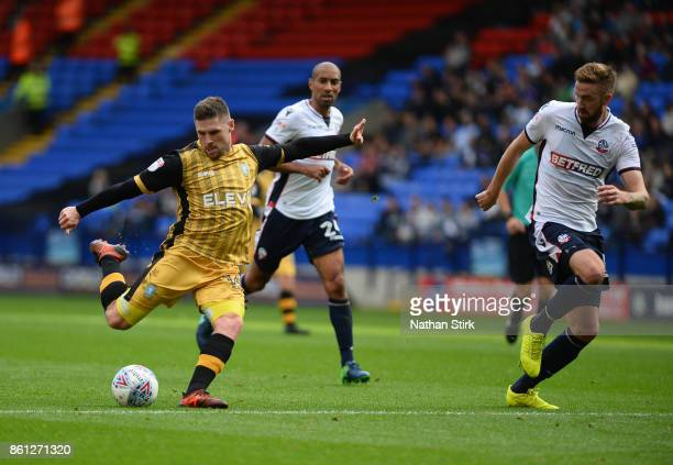 Gary Hooper of Sheffield Wednesday shoots at goal during the Sky Bet Championship match between Bolton Wanderers and Sheffield Wednesday at Macron...