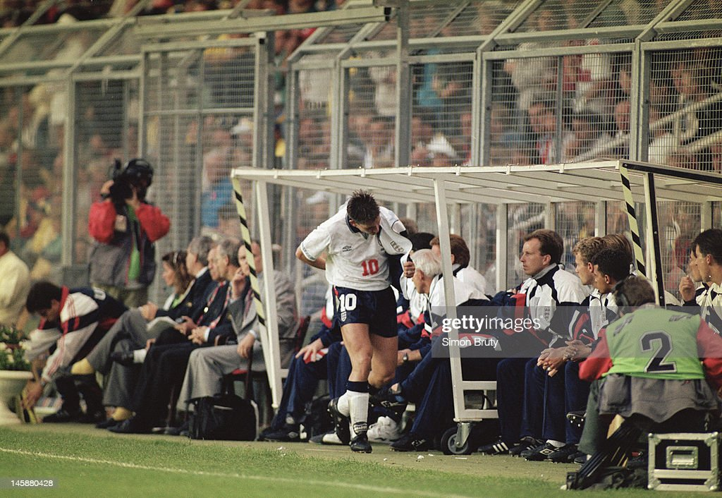 UEFA Euro '92 Group 1 - Sweden v England : News Photo