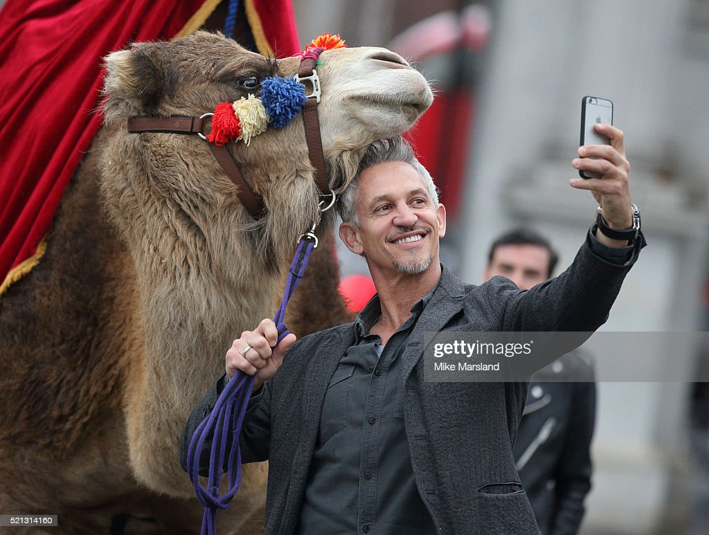 Gary Linker Launches Walkers Spell & Go - Photocall : News Photo