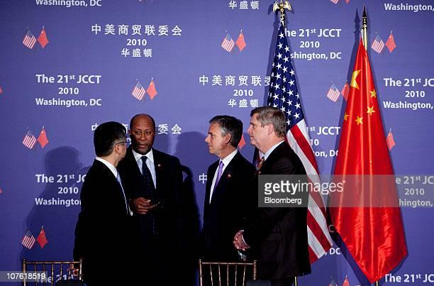 Gary Locke US secretary of commerce left to right Ron Kirk US trade representative Jon Huntsman US ambassador to China and Tom Vilsack US secretary...