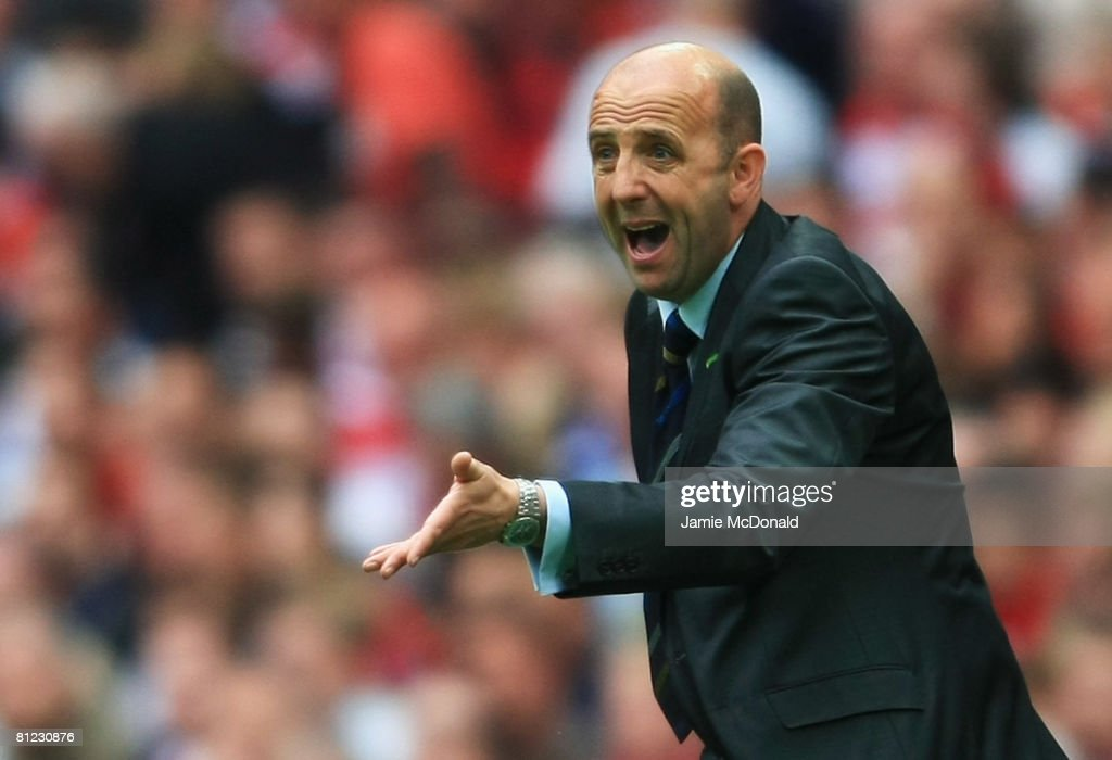 Gary McAllister manager of Leeds United shouts during the Coca Cola League 1 Playoff Final match between Leeds United and Doncaster Rovers at Wembley Stadium on May 25, 2008 in London, England.
