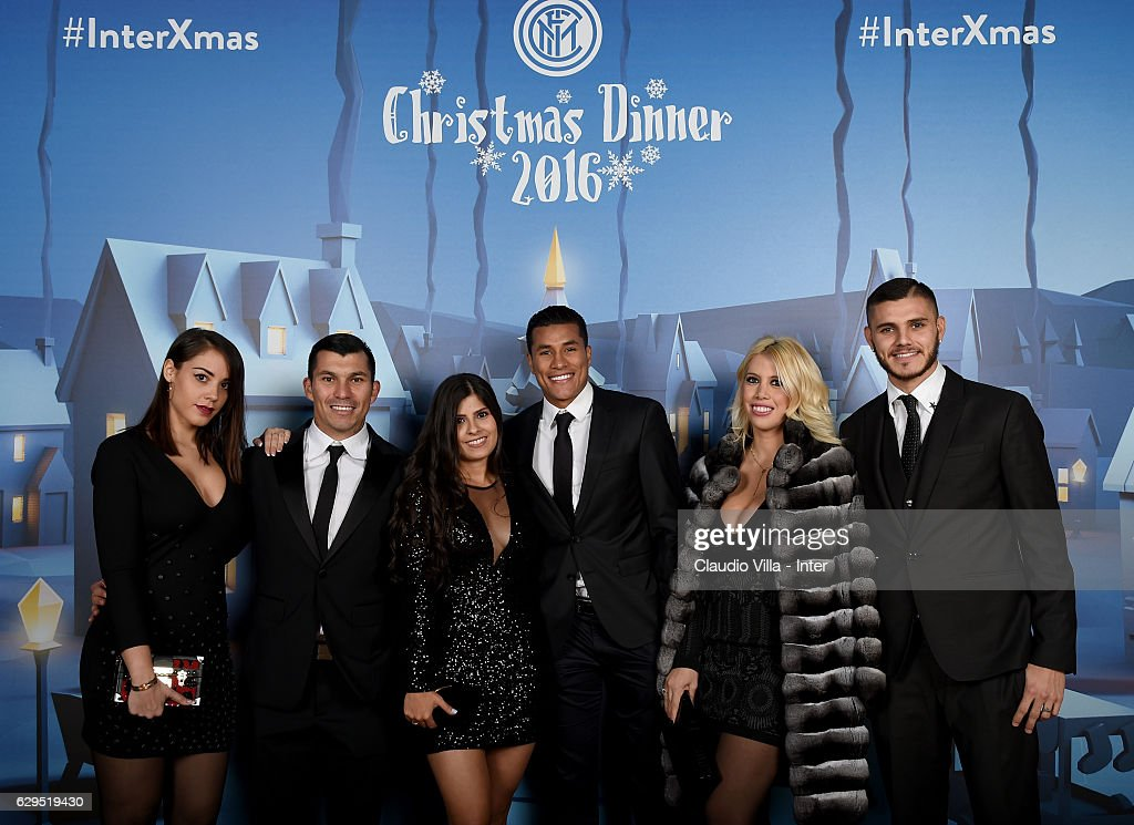¿Cuánto mide Jeison Murillo? - Real height - Página 2 Gary-medel-and-jeison-murillo-wanda-nara-and-mauro-icardi-pose-for-a-picture-id629519430