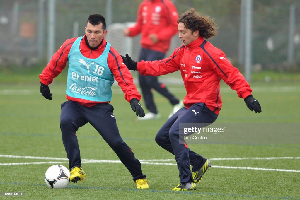gary Medel (L) and Manuel Iturra of Chile during a training at Spiserwies stadium November 13, 2012 in Saint Gallen, Switzerland. Chile will play a friendly match against Serbia on November 14th.