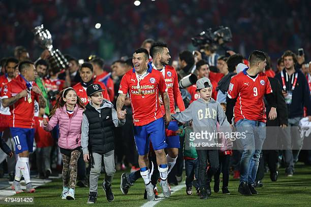 Gary Medel of Chile celebrates after winning the 2015 Copa America Chile Final match between Chile and Argentina at Nacional Stadium on July 04, 2015...