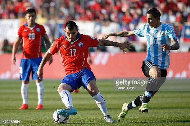 Gary Medel of Chile fights for the ball with Angel di Maria of Argentina during the 2015 Copa America Chile Final match between Chile and Argentina...