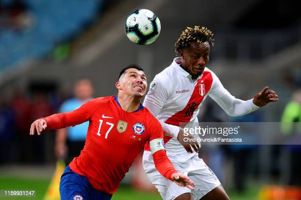Gary Medel of Chile in action with Andre Carrillo of Peru during the Copa America Brazil 2019 Semi Final match between Chile and Peru at Arena do...