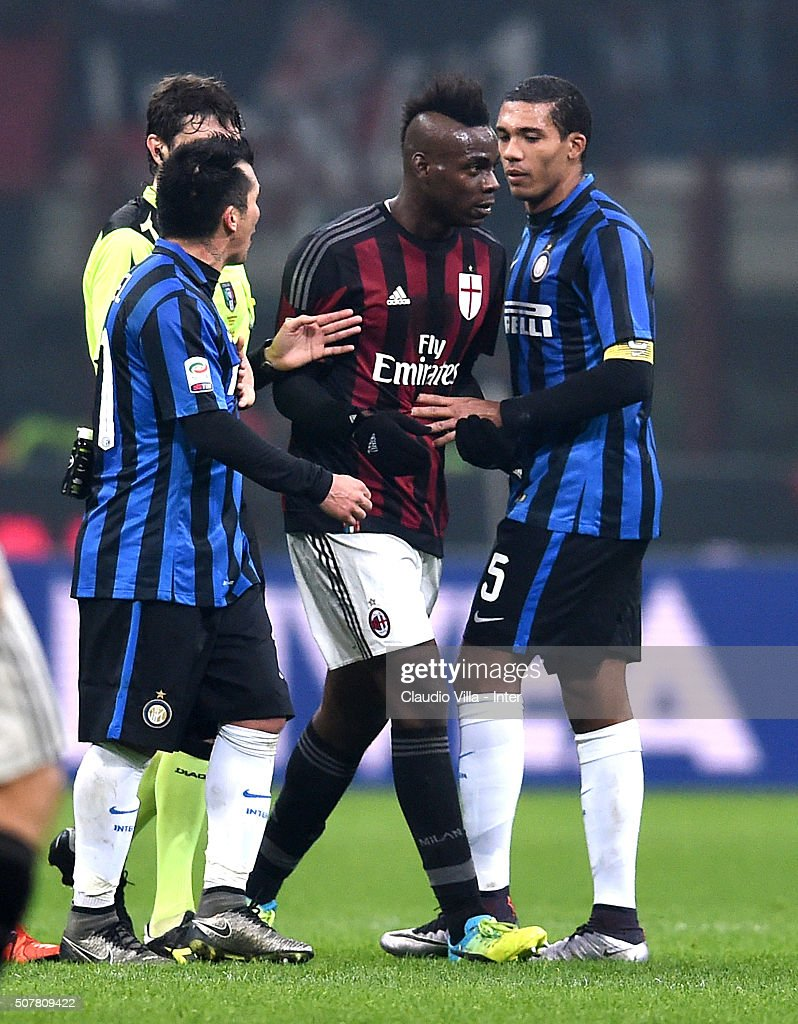 Gary Medel of FC Internazionale (L) and Mario Balotelli of AC Milan during the Serie A match between AC Milan and FC Internazionale Milano at Stadio Giuseppe Meazza on January 31, 2016 in Milan, Italy.