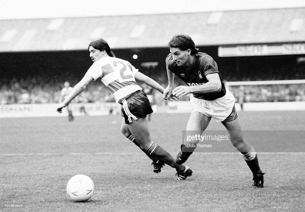 Gary Mills of Nottingham Forest (right) leaves Queens Park Rangers defender Wayne Fereday during their Division One football match held at The City Ground, Nottingham on 18th October 1986. Nottingham Forest beat Queens Park Rangers 1-0. (Bob Thomas/Getty Images).