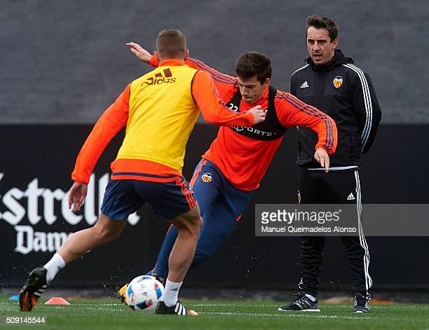 Gary Neville manager of Valencia CF gives instructions during a training session ahead of Wednesday's Copa del Rey Semi Final second leg match...