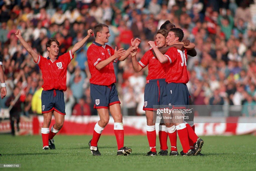 Gary Neville, Mark Tinkler, Darren Caskey, Sol Campbell and Robbie Fowler celebrate after Caskey scored a penalty