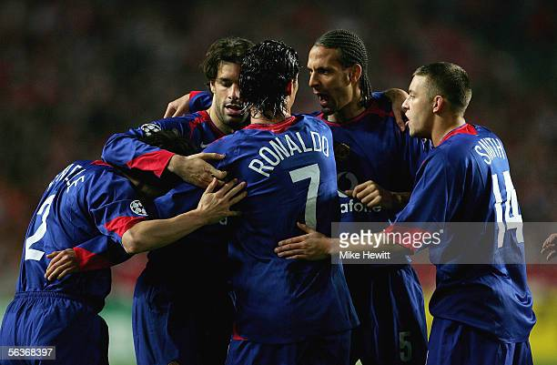 Gary Neville Ruud Van Nistelrooy Ronaldo Rio Ferdinand and Alan Smith celebrate Paul Scholes' goal during the UEFA Champions League group D match...