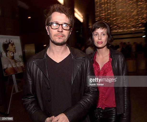 Gary Oldman and his wife Donya Fiorentino at the Los Angeles premiere of 'Before Night Falls' at the Directors Guild of America 12/8/00 Selected by...