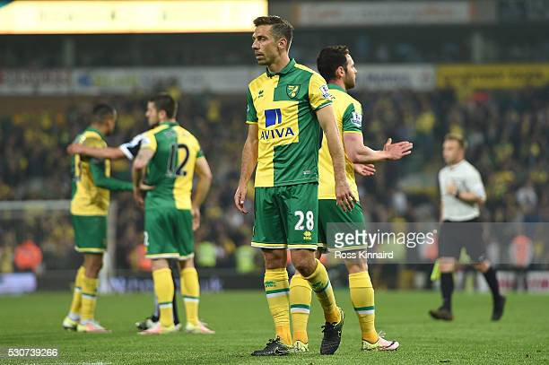 Gary O'Neil of Norwich City looks dejected with team mates after Norwich were relegated during the Barclays Premier League match between Norwich City...