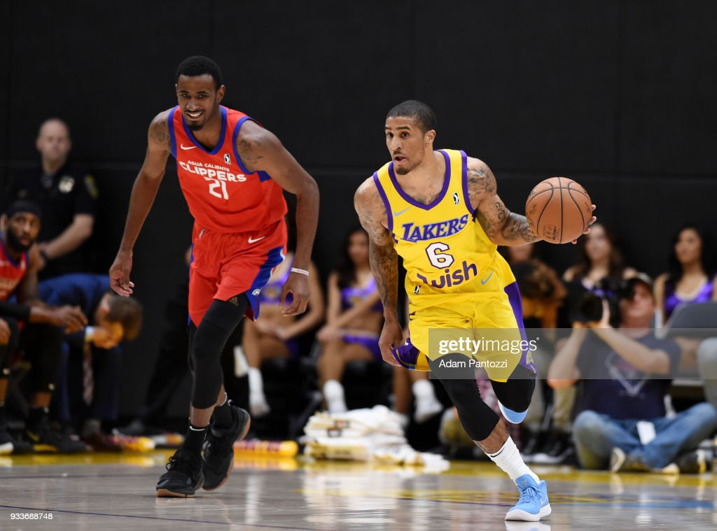 Gary Payton II of the South Bay Lakers handles the ball against the ... 902176f40