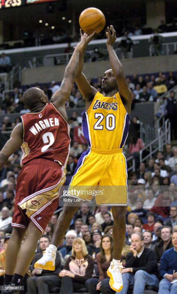 Cleveland Cavaliers vs Los Angeles Lakers - January 12, 2004