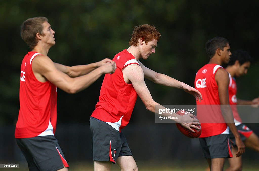 Gary Rohan (C), a new recruit of the Swans, in action during a Sydney Swans Training Session at Lakeside Oval on November 30, 2009 in Sydney, Australia.