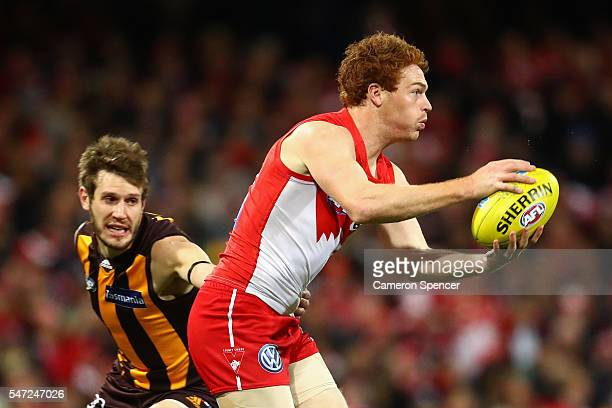 Gary Rohan of the Swans runs the ball during the round 17 AFL match between the Sydney Swans and the Hawthorn Hawks at Sydney Cricket Ground on July...