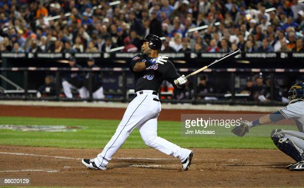 Gary Sheffield of the New York Mets hits his 500th career home run in the seventh inning against the Milwaukee Brewers on April 17 2009 at Citi Field...