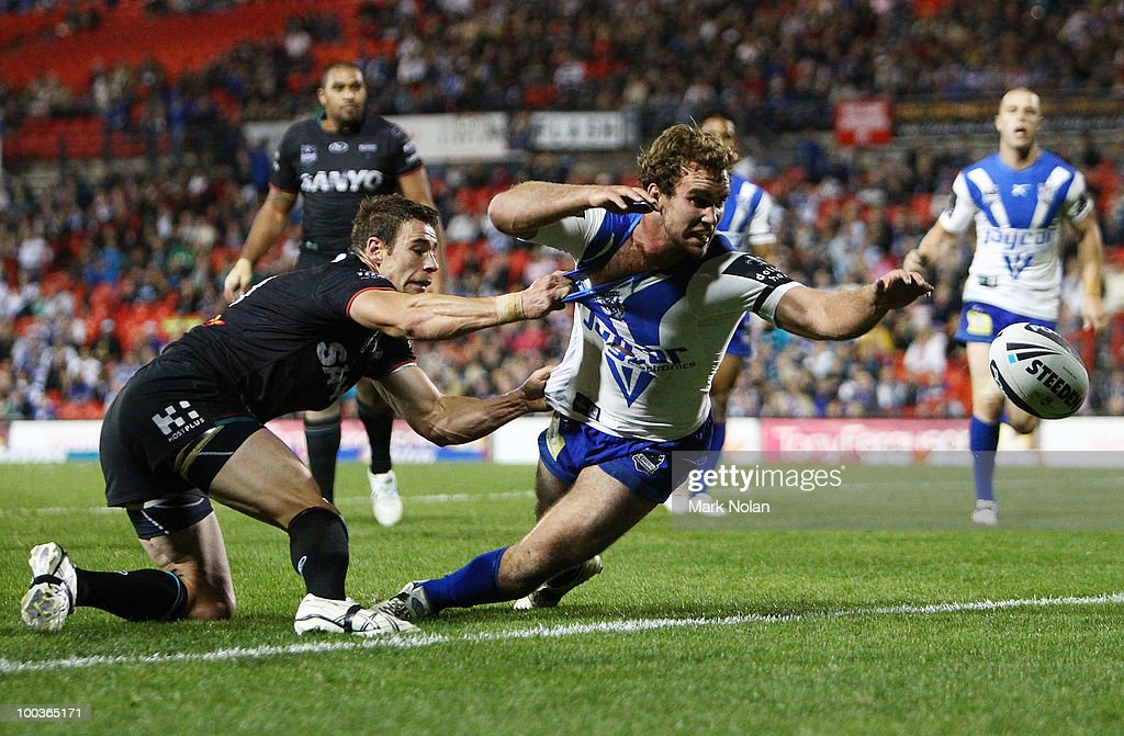 Gary Warburton of the Bulldogs is held of the ball by Shane Elford of the Panthers during the round 11 NRL match between the Penrith Panthers and the Canterbury Bulldogs at CUA Stadium on May 24, 2010 in Sydney, Australia.