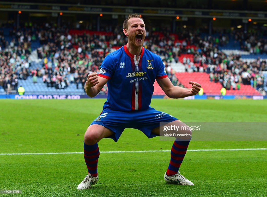 Gary Warren of Inverness Caledonian Thistle celebrates his teams victory over Celtic at full time, during the William Hill Scottish Cup Semi Final match between Inverness Caledonian Thistle and Celtic at Hamden Park on April 19, 2015 in Glasgow, Scotland.