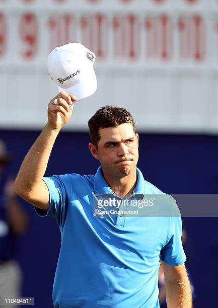 Gary Woodland acknowledges the crowd after a par putt on the 18th hole during the final round of the Transitions Championship at Innisbrook Resort...