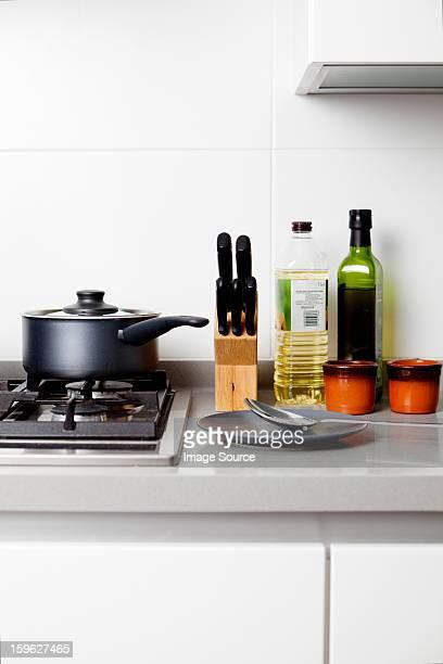 Gas hob with saucepan