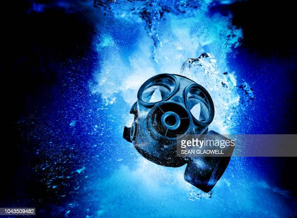 gas mask underwater - fallen soldier stock pictures, royalty-free photos & images