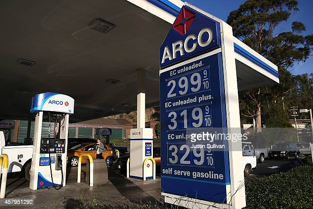 Arco Gas >> Arco Gas Station Stock Photos And Pictures Getty Images