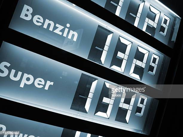gas prices/gasometer preise - konsum stock-fotos und bilder