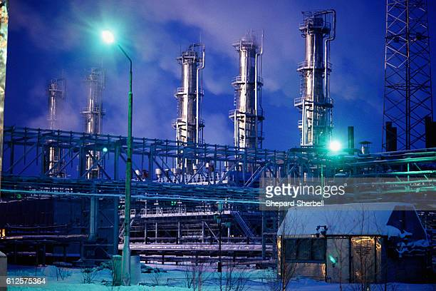 A gas processing factory converts pass through gas obtained from drilling for oil into liquid fuel