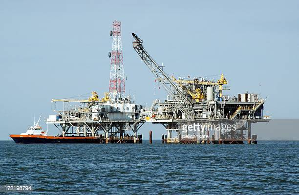 Gas Rig, Double Platform and Crewboat