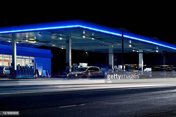 Gas station bei Nacht