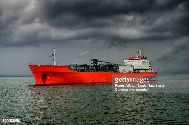 gas tanker - hydrocarbon stock pictures, royalty-free photos & images