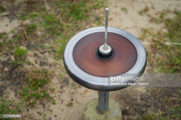 gasing or tops spinning, is a traditional games popular among malay in malaysia. - shaifulzamri foto e immagini stock