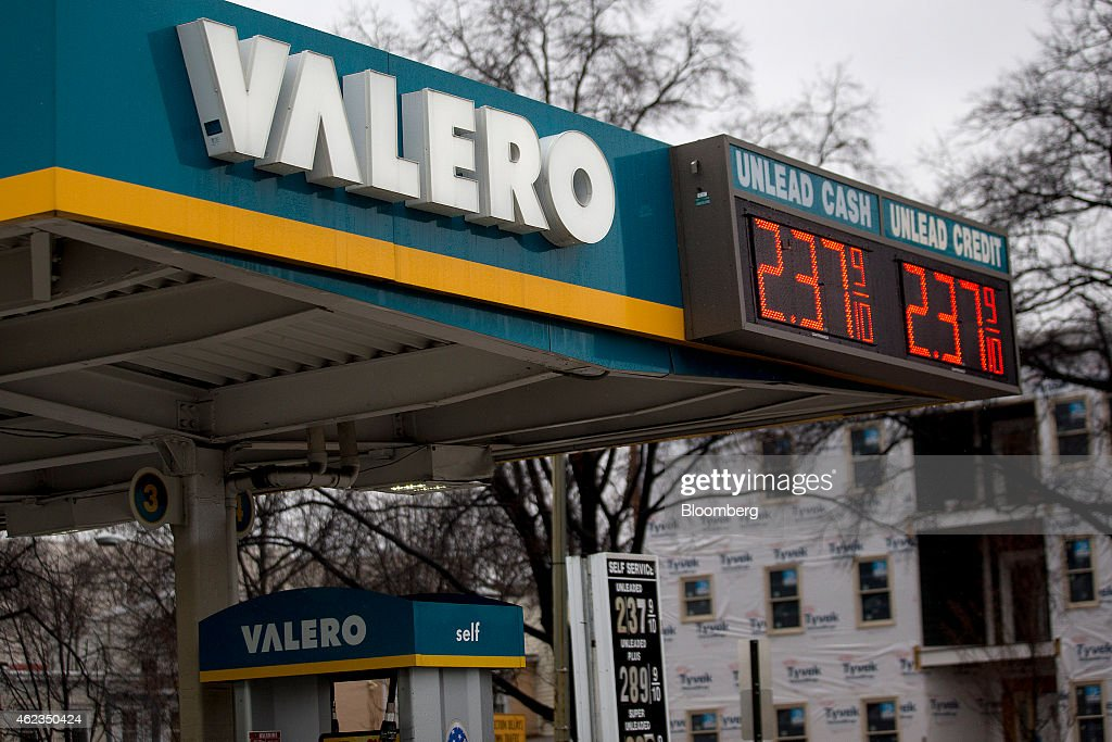 Gasoline prices are displayed at a Valero Energy Corp. gas station in Washington, D.C., U.S., on Monday, Jan. 26, 2015. Valero Energy Corp. is expected to report fourth-quarter earnings figures on Jan. 29. Photographer: Andrew Harrer/Bloomberg via Getty Images