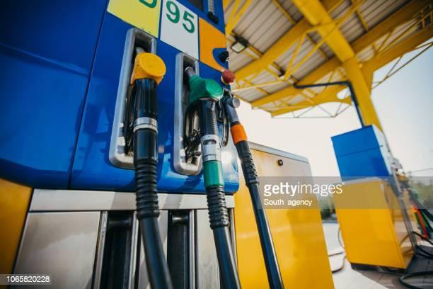 bomba de gasolina - estação - fotografias e filmes do acervo