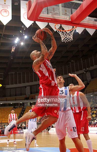 Gasper Vidmar #13 of Fenerbahce Ulker competes with Pero Antic #6 of Olympiacos Piraeus during the 20112012 Turkish Airlines Euroleague Regular...
