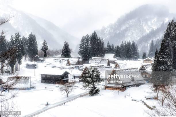 gassho style farmer house in winter at ainokura village, gokayama, toyama, japan - 富山県 ストックフォトと画像