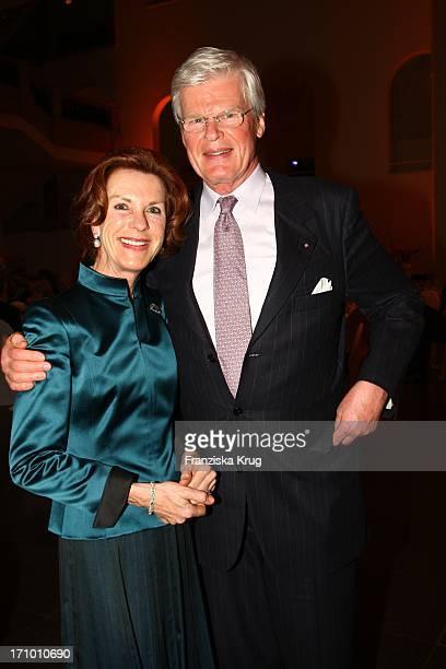 Gastgeber Honorarkonsul Des Fürstentums Monaco Für Das Land Nordrhein Westfalen Dr Bernd Kunth Und Seine Ehefrau Andrea Maria Kunth Beim Fundraising...