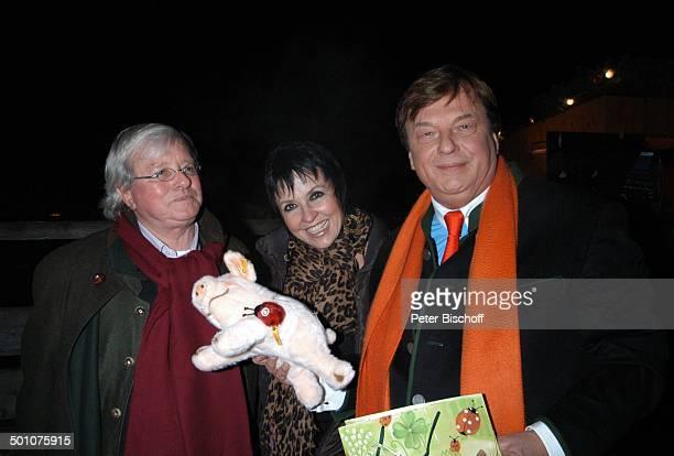 Gastgeber Michael Aufhauser Gerd Käfer Lebensgefährtin Uschi Ackermann Weihnachten auf Gut Aiderbichl Eröffnung vom Weihnachtsmarkt Henndorf bei...