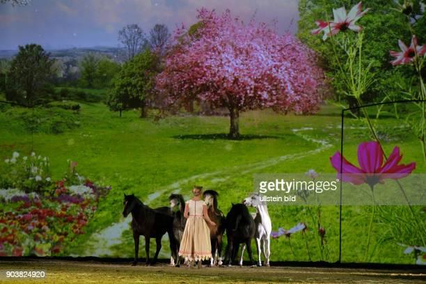 APASSIONATA gastiert mit ihrem neuen Programm Im Bann des Spiegels am 15 und 16 April 2016 in derLanxessArena Köln Die Geschwister Amy und Tracy...